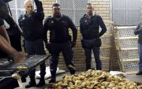 Police officers arrested three people who were found in possession of abalone worth R1 million. Picture: @SAPoliceService/Twitter