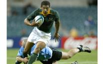 South Africa's Ashwin Willemse (C) runs past a tackle from Uruguay's Emiliano Ibarra during their Rugby World Cup Pool C match at the Subiaco Oval in Perth, Western Australia on 11 October 2003. Picture: Reuters