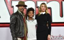 US actors Jamie Foxx (L), Quvenzhane Wallis (C) and Cameron Diaz (R) pose for pictures during a photocall for the film 'Annie' in central London on 16 December, 2014. Picture: AFP.
