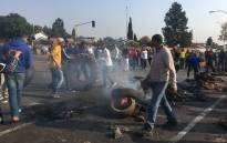 Ennerdale protesters block roads with tyres and rubble. Picture: EWN