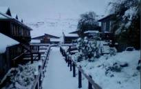 Lots of snow on Thursday morning in the Eastern Cape, Drakensberg. Picture: @SnowReportSA/Twitter