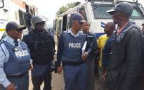 Roodepoort police seen talking to protesting Matholesville residents. Picture: Louise McAuliffe/EWN