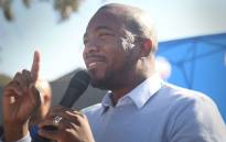 DA leader Mmusi Maimane addresses residents of the Mitchells Plain community at a public meeting during the party's campaign tour. Picture: Bertram Malgas/EWN