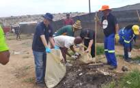 Johannesburg Mayor Herman Mashaba, other city officials and residents clean the city as part of the A Re Sebetseng initiative on 20 January 2018. Picture: @HermanMashaba/twitter.