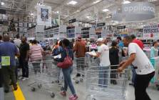 FILE: Hundreds of customers run inside the Makro store as it opens for the Black Friday sale on 25 November 2016. Picture: Christa Eybers/EWN.