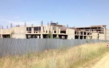The half-built Villa Mall in Moreleta Park. Construction stopped 2 years ago when funding dried up. The same developer now wants to put up flats and a shopping complex in Faerie Glen. Picture: Barry Bateman/EWN