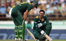 FILE: Proteas batsman Faf du Plessis and Quinton de Kock take a break during their innings against India in Rajkot on 18 October 2015. Picture: AFP/CSA