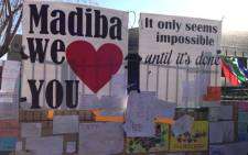 Hundreds of people continue to show their support for ailing former president Nelson Mandela. Picture:Sebabatso Mosamo/EWN
