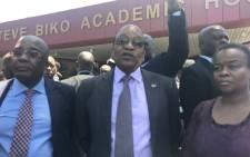President Jacob Zuma (C), Health Minister Aaron Motsoaledi and Gauteng Health MEC Gwen Ramokgopa are seen during a visit to the Steve Biko Academic Hospital in Pretoria. Picture: Masego Rahlaga/EWN.