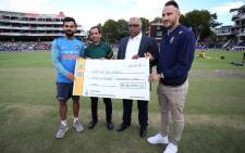Faf du Plessis and Virat Kohli donated the R100 000 cheque