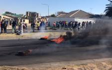 Diepkloof protesters in Soweto have vowed to continue to protest until Gauteng Housing MEC Paul Mashatile addresses them regarding their housing issues. Picture: Kgothatso Mogale/EWN