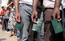 FILE: Zimbabweans queue outside Home Affairs in Johannesburg, waiting to apply for permits. Picture: EWN.