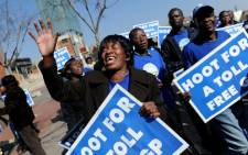 Members of the Democratic Alliance demonstrate during the e-toll case at the Constitutional Court in Johannesburg on Wednesday, 15 August 2012. Picture: Sapa