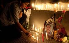 Supporters of Venezuelan President Hugo Chavez ligth candles while gathering in front of the Venezuelan embassy in Santiago, Chile on March 5, 2013, after knowing of his death. Picture: AFP/ CLAUDIO SANTANA