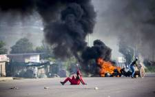 FILE: Residents burn tyres, blocking the R55 during service delivery protests in Olievenhoutbosch. Picture: Thomas Holder/EWN