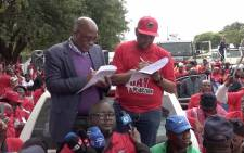 Health Minister Aaron Motsoaledi receiving a memorandum of demands from Nehawu General Secretary Zola Saphetha. Picture: Louise McAuliffe/EWN.