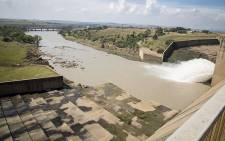 Water flows from the Vaal dam on 26 February 2017 after the dam reached 97.8 % capacity following heavy rains across Gauteng. Picture: Reinart Toerien/EWN