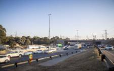 The N3 outside the Geldenhuys Interchange is clear and traffic is moving freely. Picture: Thomas Holder/EWN.