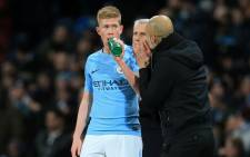 Manchester City's Belgian midfielder Kevin De Bruyne (L) takes a drink as Manchester City's manager Pep Guardiola (R) gives instructions during the English Premier League football match on 31 January 2018. Picture: AFP.