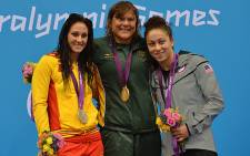 Spain's silver medallist Sarai Gascon, South Africa's gold medallist Natalie du Toit and US bronze medallist Elizabeth Stone during the victory ceremony for the women's 100m backstroke on 30 August. Picture:  AFP/ BEN STANSALL