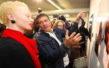 Thando Hopa and Antonio Banderas at the unveiling of his travelling photographic exhibition, entitled Women in Gold. Picture: Supplied.