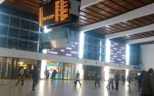 FILE: Commuters seen at the Cape Town train station. Picture: Shimoney Regter/EWN