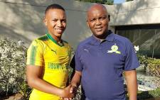 Mamelodi Sundowns coach Pitso Mosimane welcomes Andile Jali to the club. Picture: @Masandawana/Twitter.