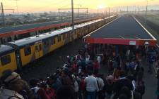 FILE: Metrorail commuters wait on trains at Philippi station on 20 April 2016. Picture: EWN.