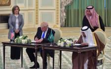 US President Donald Trump (L) and Saudi Arabia's King Salman bin Abdulaziz al-Saud take part in a signing ceremony at the Saudi Royal Court in Riyadh on May 20, 2017. MANDEL NGAN / AFP