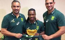 Branco du Preez receiving his 50th commemorative cap and jersey from coach Neil Powell and Chris Dry. Picture: Twitter/ @Blitzboks.