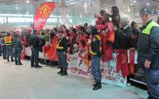 Manchester United fans welcome their team at Cape Town International Airport on 20 July 2012. Picture: Alicia Pillay/EWN
