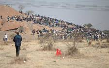 Hundreds of stick-wielding Lonmin mineworkers gathered on the outskirts of Wonderkop village on Tuesday. Picture: Taurai Maduna/EWN.