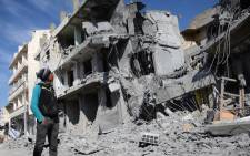 A Syrian man looks at a damaged building in the northwestern border town of al-Bab on 24 February, 2017 after Turkish-backed rebels announced the recapture of the town from the Islamic State (IS) group a day earlier. Picture: AFP.
