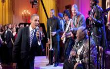 US President Barack Obama serenades legendary blues singer BB King. Picture:Supplied.
