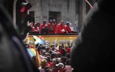 Cosatu Western Cape regional secretary Tony Ehrenreich speaks to hundreds of Cosatu supporters outside of the Western Cape Legislature. Picture: Cindy Archillies/EWN
