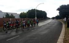 The men's pack running through Sun Valley during the 2016 Two Oceans Marathon. Picture: @Pink_Haasie  via Twitter