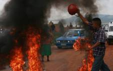 File Picture: Angry residents go on the rampage. Picture: Taurai Maduna/Eyewitness News