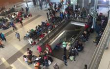 Commuters at the Johannesburg Park Station. Picture: Thando Kubheka/EWN