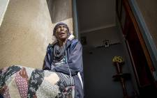 Yvonne Gerpert (70) breathes through an oxygen pipe outside a house in Ennerdale she shares with her children and grandchildren because a piece of land allegedly belonging to her family has been occupied by two other families. Picture: Reinart Toerien/EWN