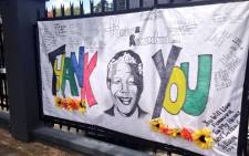South Africans pay tribute to former president Nelson Mandela on Oxford Road in Johannesburg. Picture: Lesego Ngobeni/EWN.