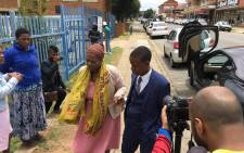 """Pastor Paseka """"Mboro"""" Motsoeneng arrives at the Alberton Police Station on Wednesday 27 December 2017 with the mother of the 3-year-old who died at his Incredible Happenings Church in Katlehong on Sunday. Picture: Hitekani Magwedze/EWN."""
