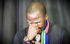 Trek4Mandela team leader Sibusiso Vilane breaks down during the press conference about Gugu Zulu's death. Picture: Thomas Holder/EWN