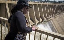 Water & Sanitation Minister Nomvula Mokonyane stands at the Vaal Dam wall after two sluice gates were opened on 26 February 2017. Picture: Reinart Toerien/EWN.