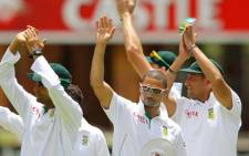 South African players acknowledge the crowd after winning day 4 of the second cricket test match between South Africa vs. New Zealand at the Axxess St George's cricket Stadium on January 14, 2013 in Port Elizabeth. Picture: AFP.