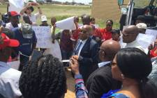 Health Minister Aaron Motsoaledi visited the Mediosa mobile clinic in the North West on Friday, 2 March 2018. Picture: Hitekani Magwedze/EWN.