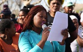 Amanda Nobande reads the memorandum to councillor Penny East. Picture: Bertram Malgas/EWN