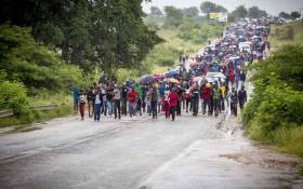FILE: Residents of Vuwani, escorted by police, make their way into town and to the municipal offices on 6 February 2017. Picture: Thomas Holder/EWN.