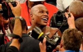 FILE: Floyd Mayweather Jr. reacts after defeating Shane Mosley by unanimous decision after the welterweight fight at the MGM Grand Garden Arena. Picture: AFP