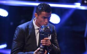 Real Madrid and Portugal forward Cristiano Ronaldo kisses the trophy after winning The Best FIFA Men's Player of 2017 Award during The Best FIFA Football Awards ceremony, on 23 October, 2017 in London. Picture: AFP.