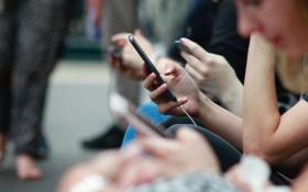 Senseless Survey: Has your thumb scrolled more kilometres than you've walked?